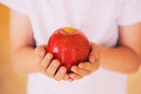 Jabłko w dłoniach